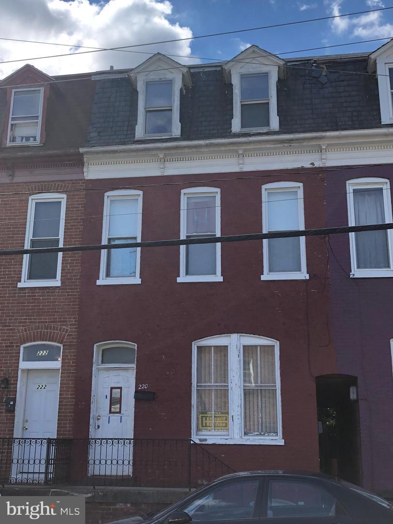 220 E BOUNDARY AVENUE Property Photo 1