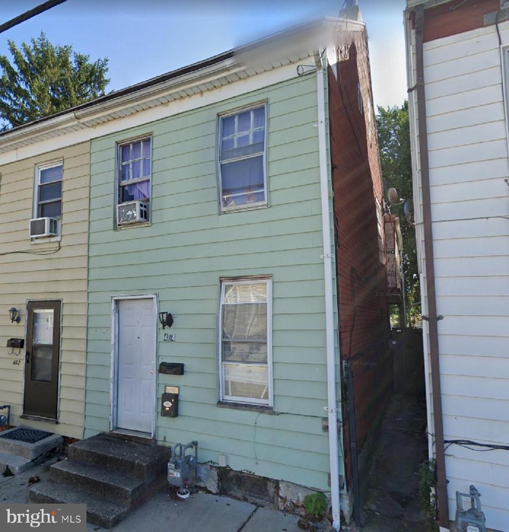 464 W COLLEGE AVENUE Property Photo 1