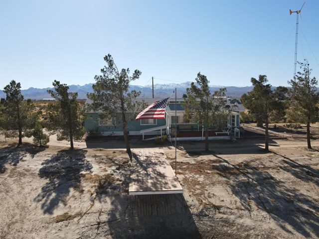 41055 Sommerset Road Property Photo