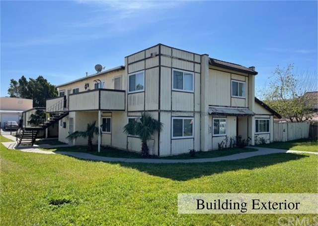 1043 N Lilac Avenue Property Photo