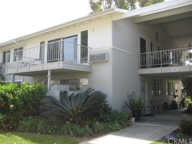 325 Ave Carmel #n Property Photo