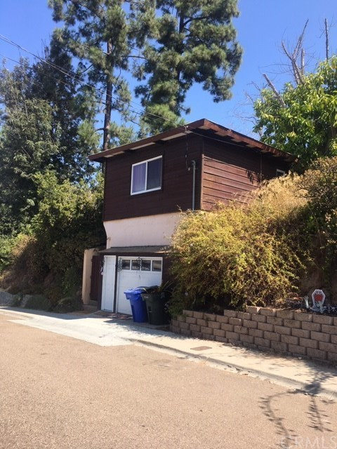 8429 Hillcrest Avenue Property Photo