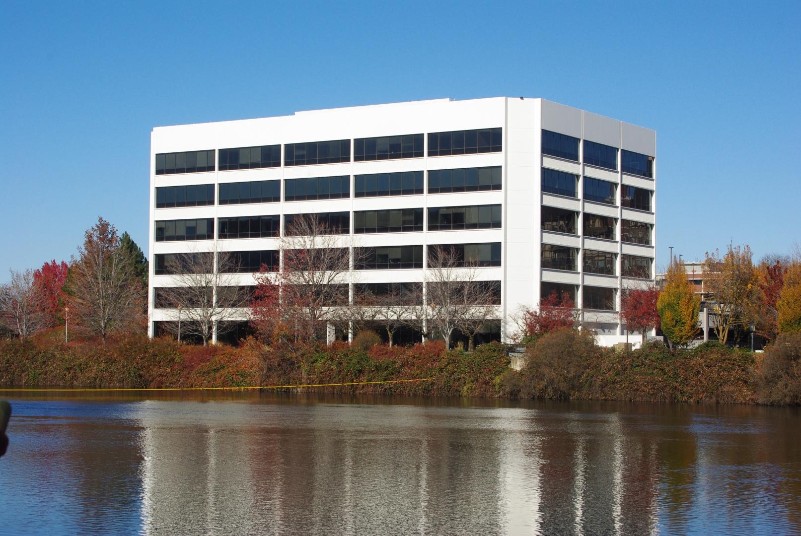 201 W North River Dr #suite 610 Property Photo
