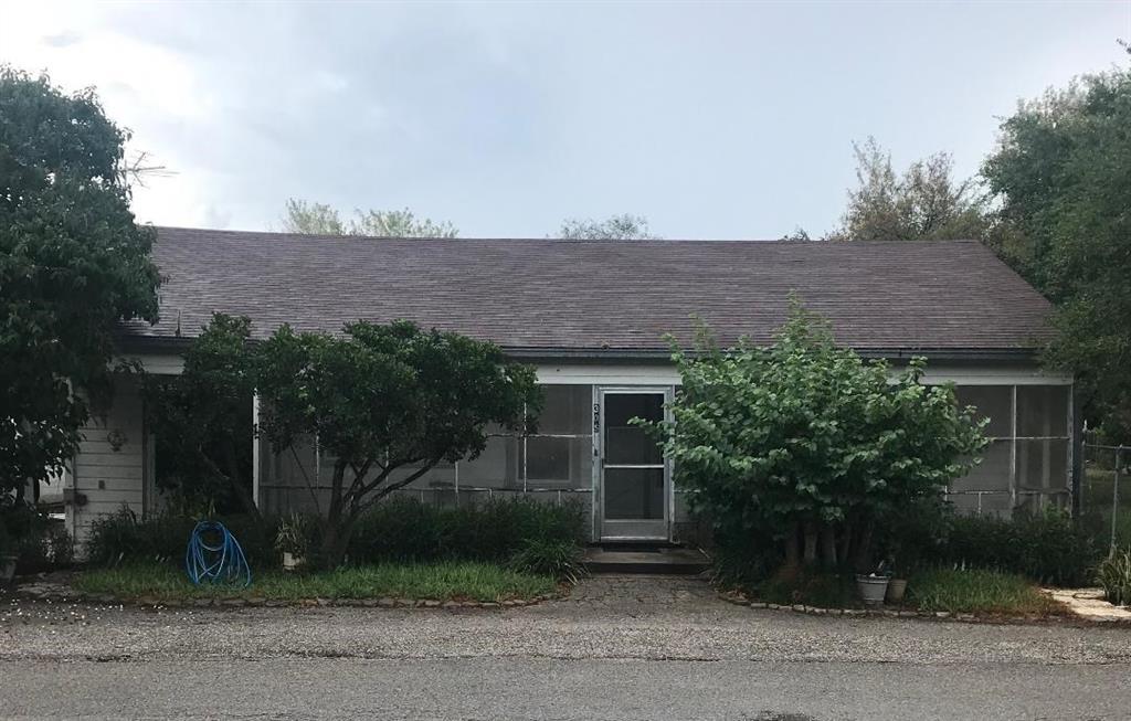 305 E Freeman Avenue Property Photo - Benbolt, TX real estate listing