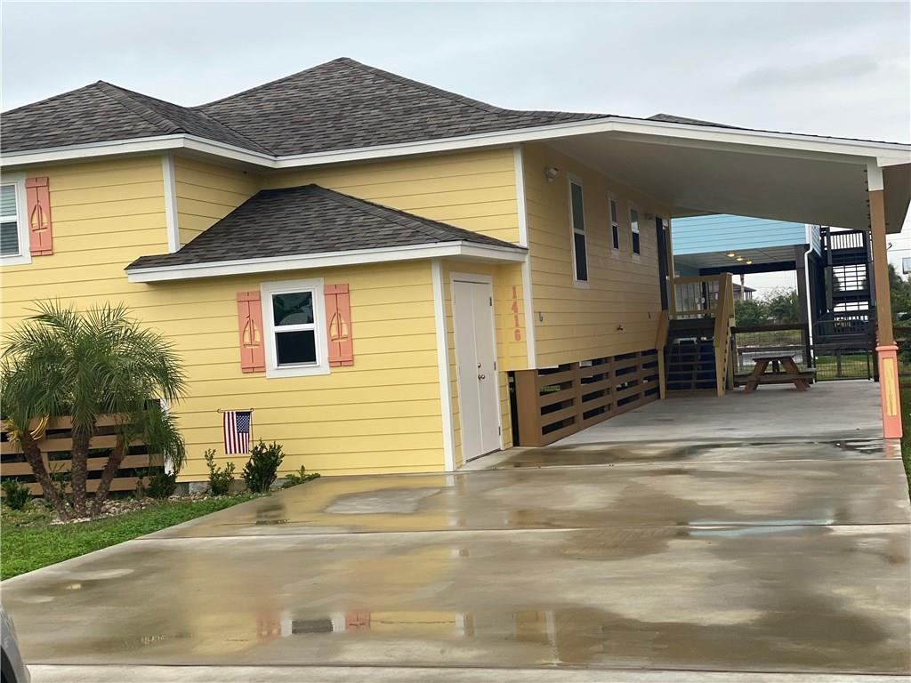 1416 S Live Oak Street Property Photo - Rockport, TX real estate listing
