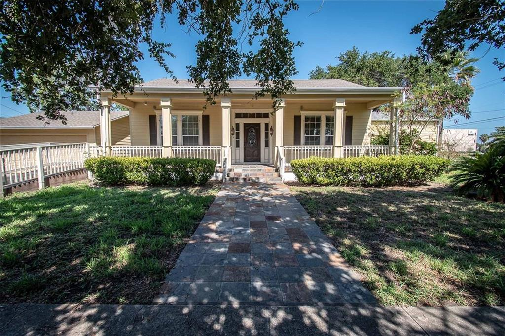 1402 N Chaparral Street Property Photo