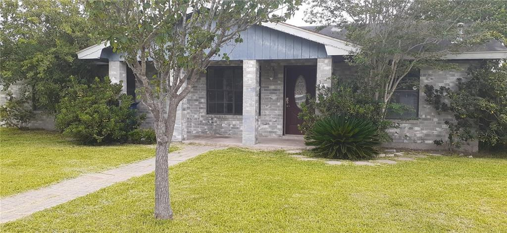 302 Lone Oak Court Property Photo