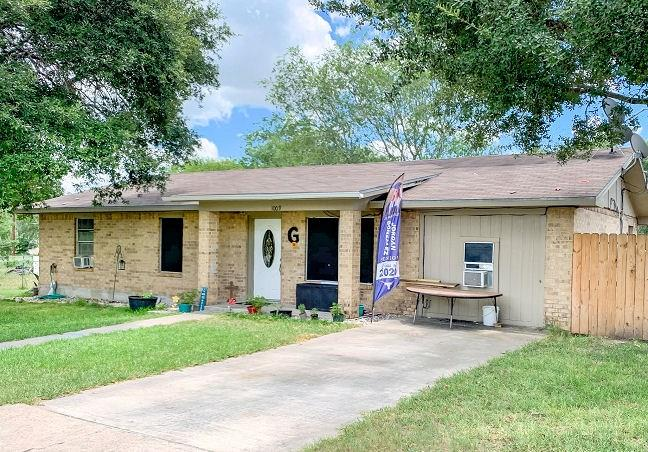 1009 Ross Street Property Photo - George West, TX real estate listing