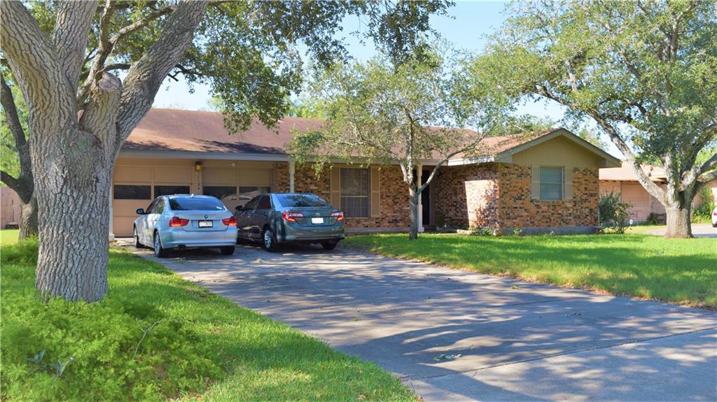 1124 Adeline Street Property Photo - Sinton, TX real estate listing