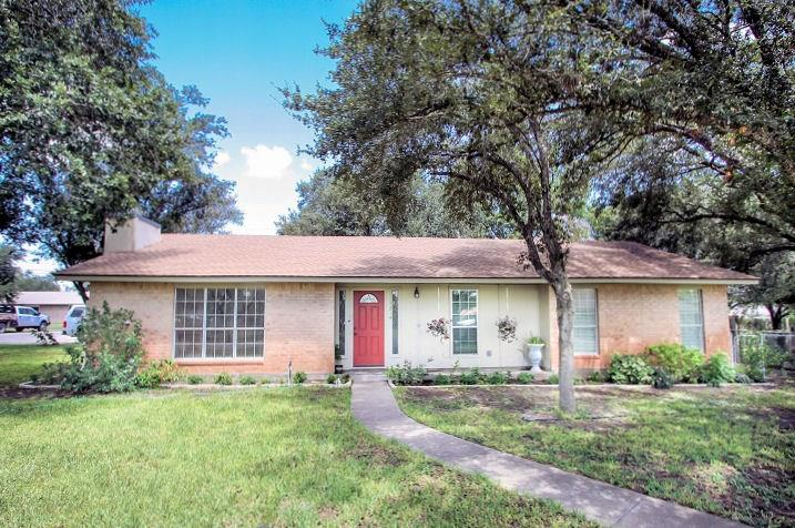 1214 Mark Street Property Photo - George West, TX real estate listing
