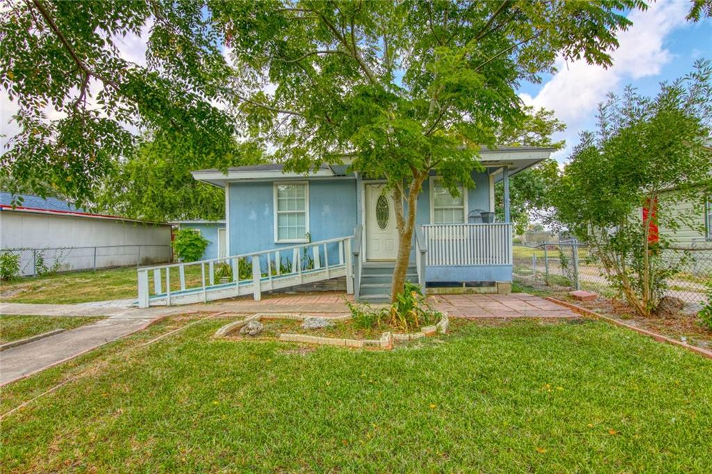 1733 Main Drive Property Photo - Corpus Christi, TX real estate listing