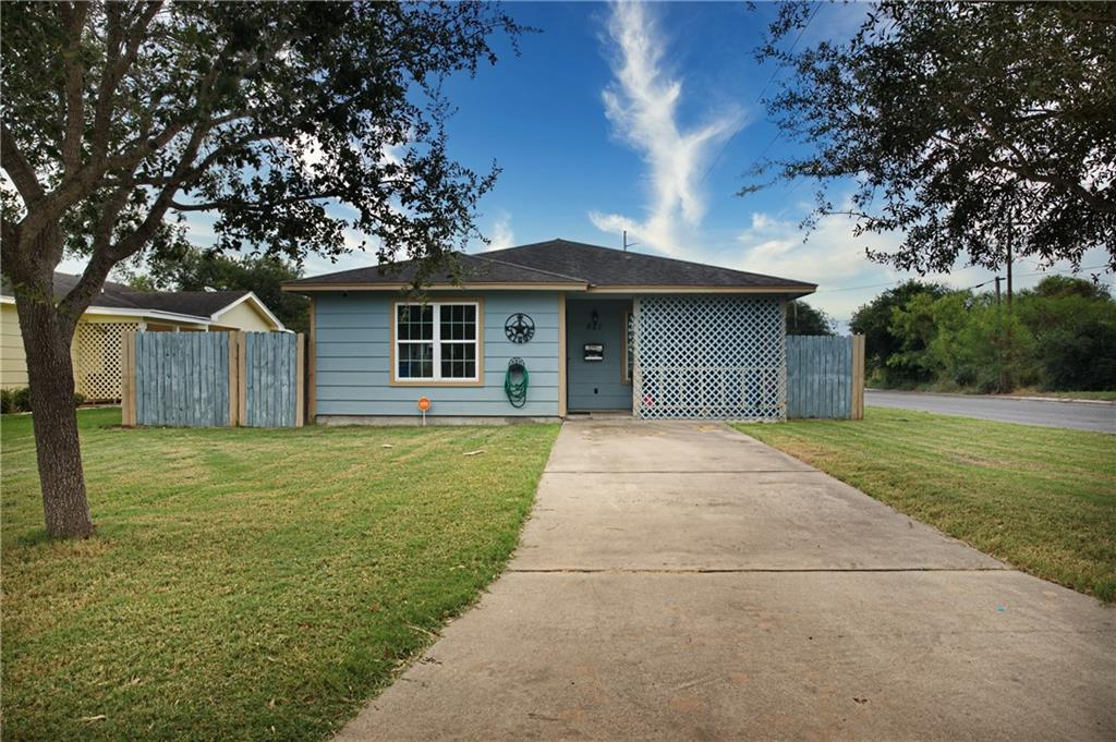 621 Avenue D Property Photo - Sinton, TX real estate listing