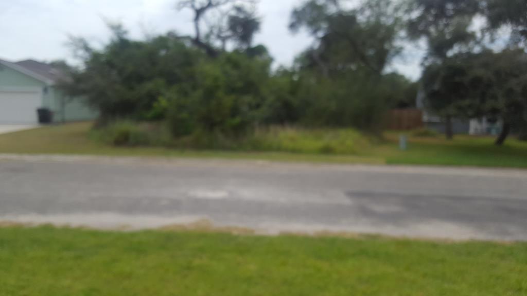 10 Lake Drive W Property Photo