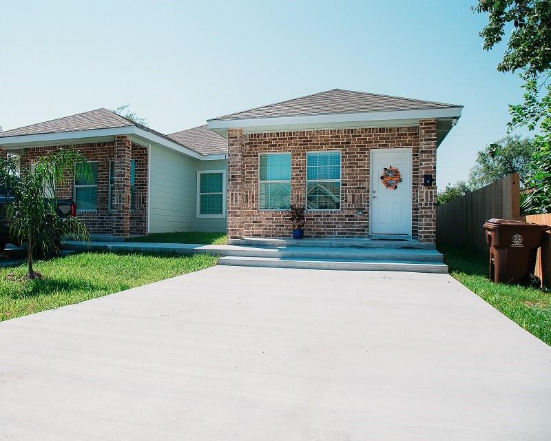 137 W Avenue D Property Photo 1