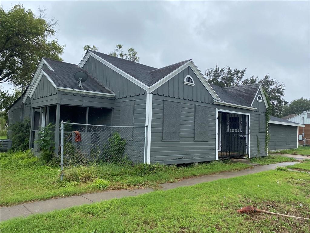 104 W Avenue J Property Photo