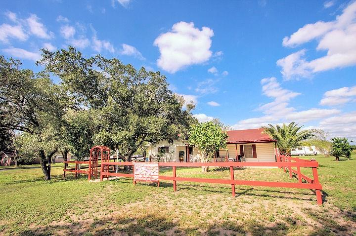 3890 Highway 281 Property Photo - Three Rivers, TX real estate listing