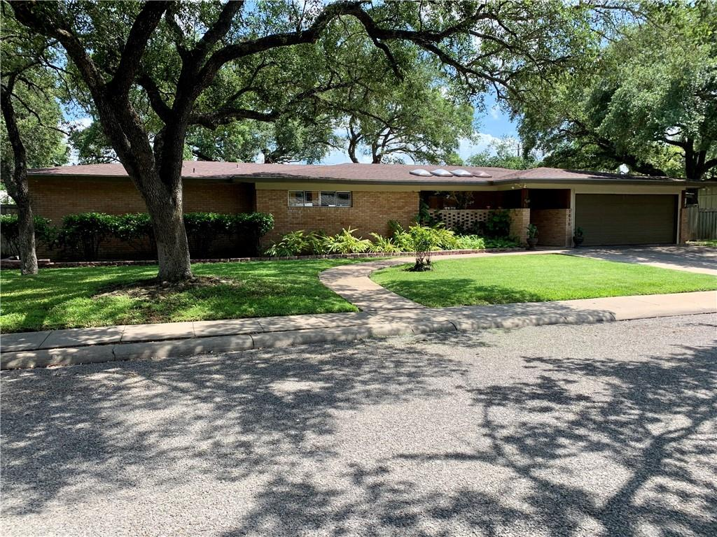 1816 Clare Drive Property Photo - Alice, TX real estate listing