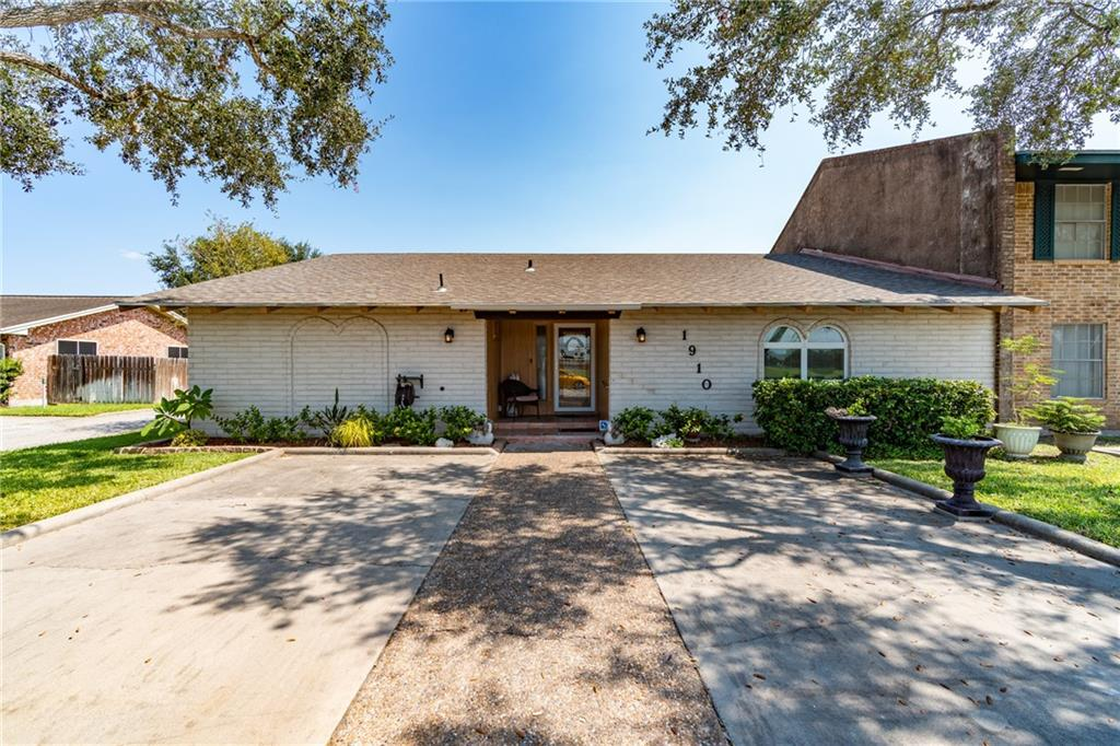 1910 Shelly Boulevard Property Photo - Kingsville, TX real estate listing