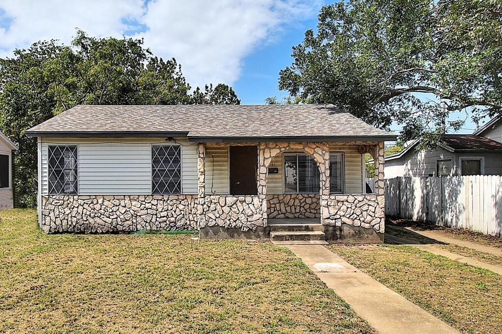 1035 Golla Drive Property Photo - Corpus Christi, TX real estate listing