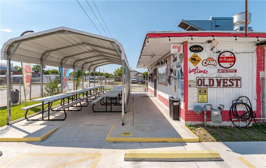 802 W Point Property Photo