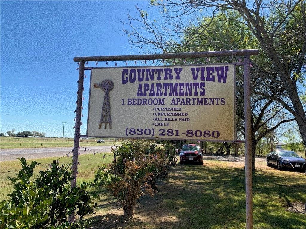 6911 N US Highway 281 Highway Property Photo - Pleasanton, TX real estate listing