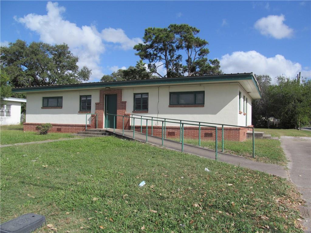 713 E San Patricio Avenue Property Photo