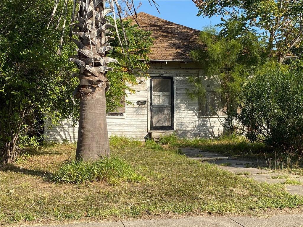 628 W Market Street Property Photo 1