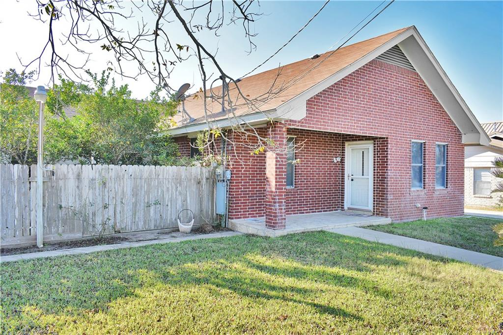 802 Lightburne Street Property Photo - Beeville, TX real estate listing