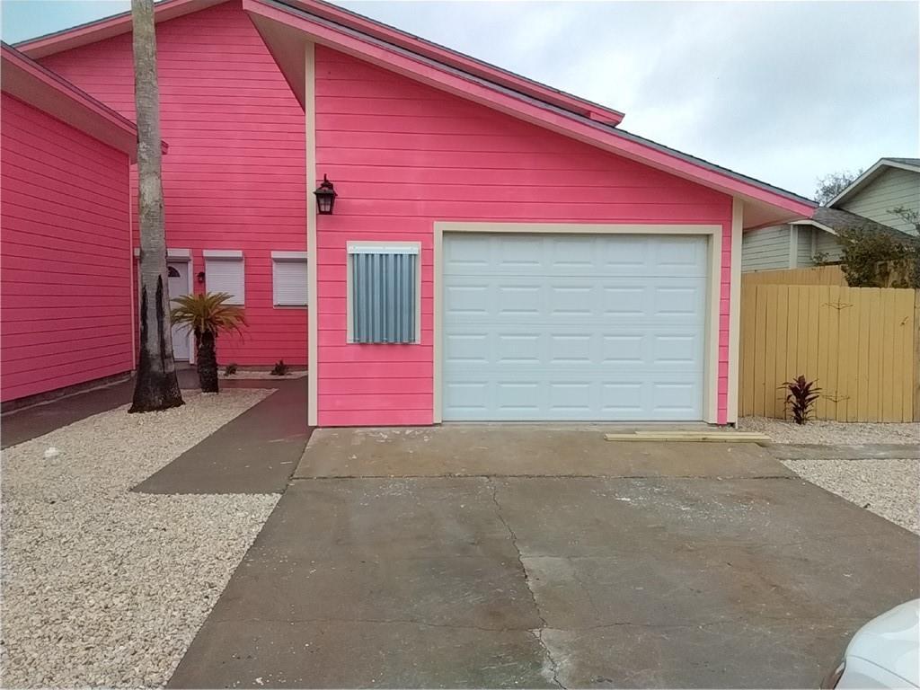 15209 Cruiser Street E Property Photo