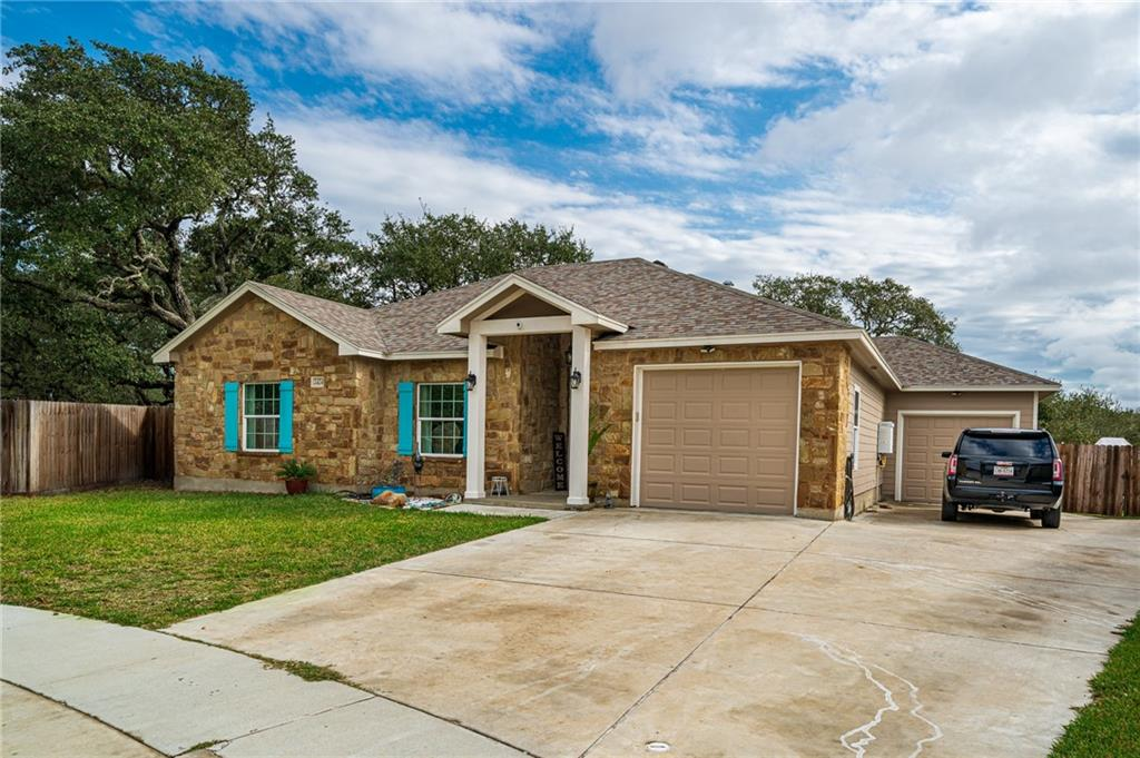 2424 Country Oaks Circle Property Photo