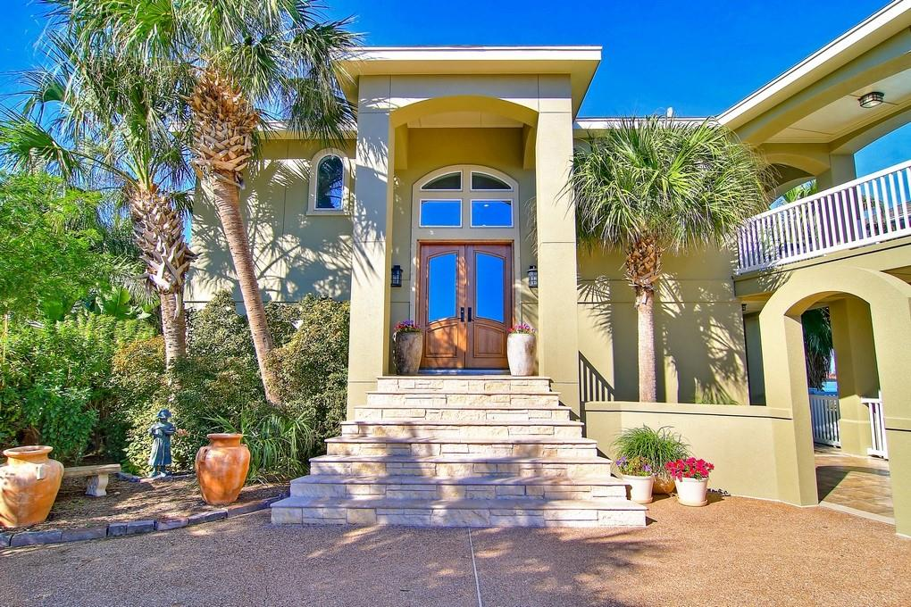 684 Shoreline Property Photo