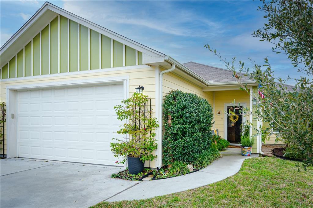 619 W Deberry Avenue Property Photo
