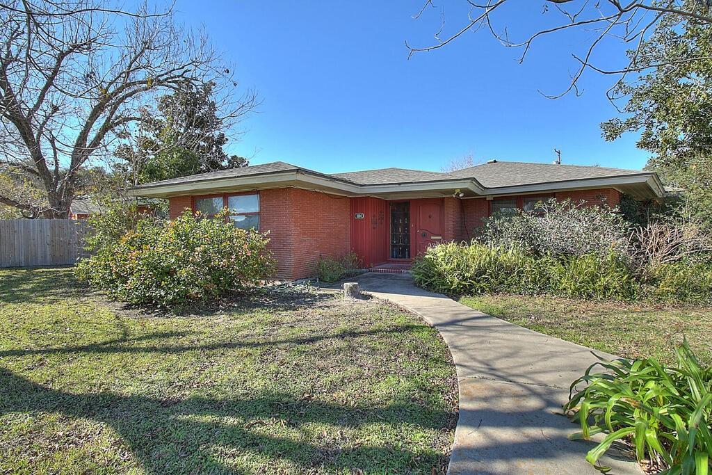 1004 S Houston Street Property Photo 1
