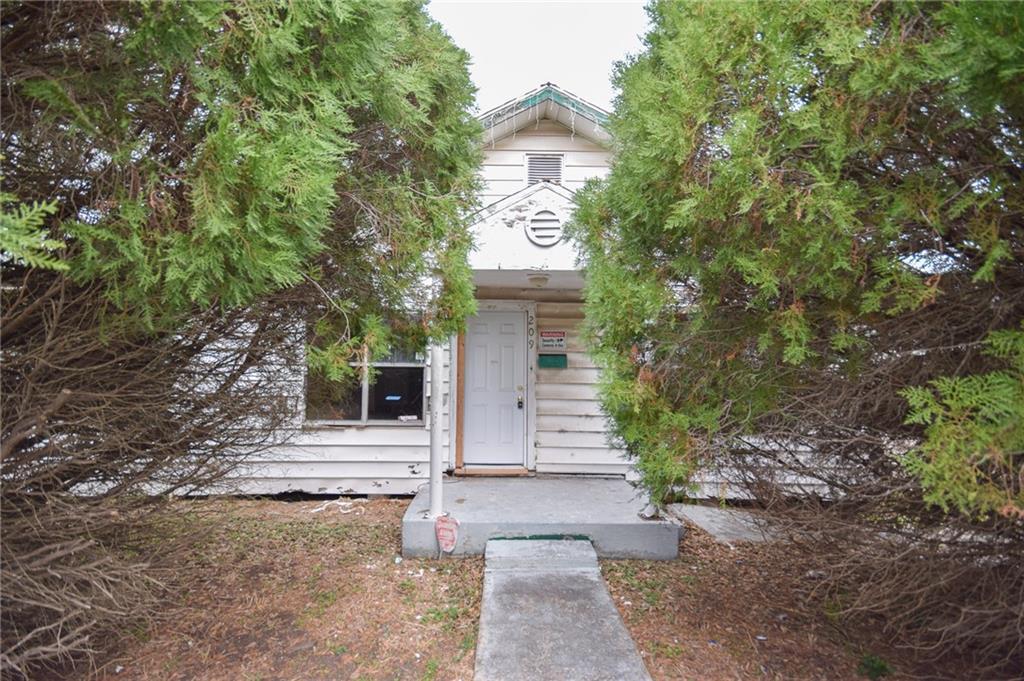 209 E Avenue F Property Photo