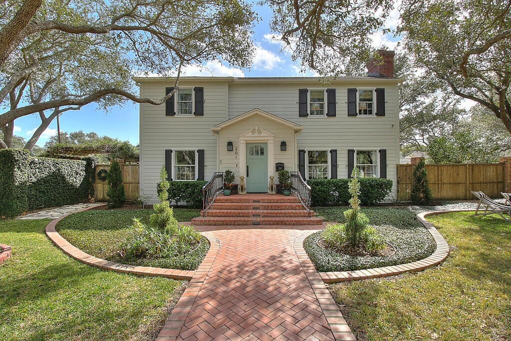 201 Rosebud Avenue Property Photo