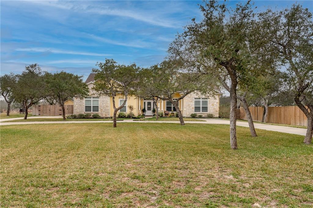1531 W Mcclung Avenue Property Photo 1