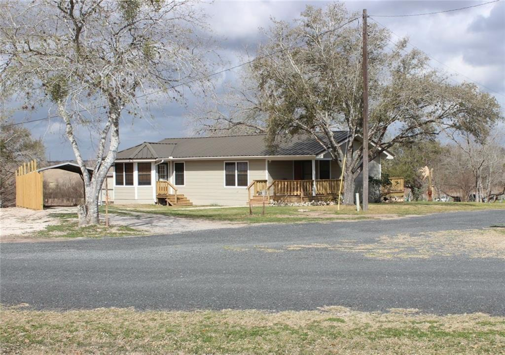 115 Hughes Property Photo - George West, TX real estate listing
