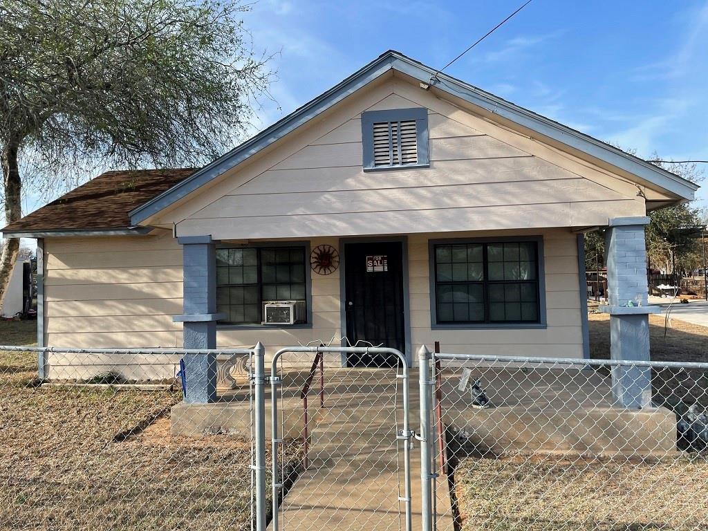 306 E Kohler Street Property Photo - Hebbronville, TX real estate listing