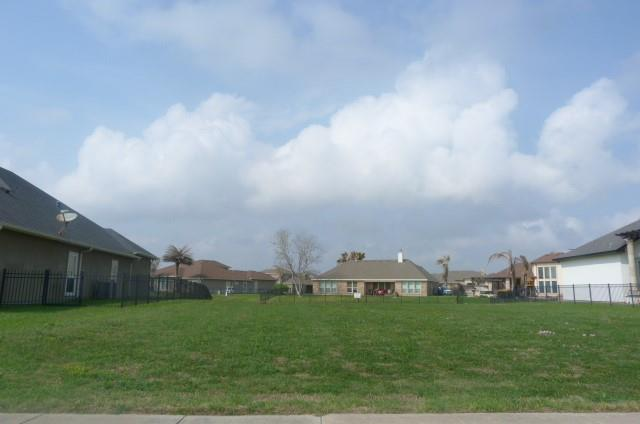237 Country Club Boulevard Property Photo