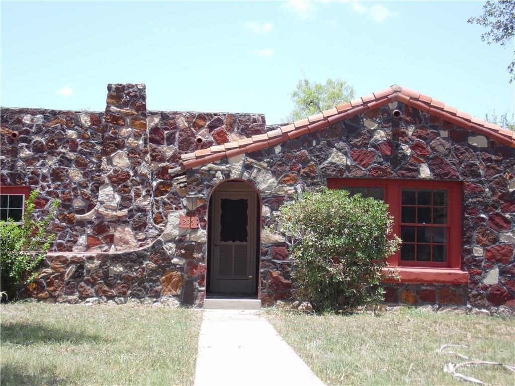 205 E Mesquite Street Property Photo 1