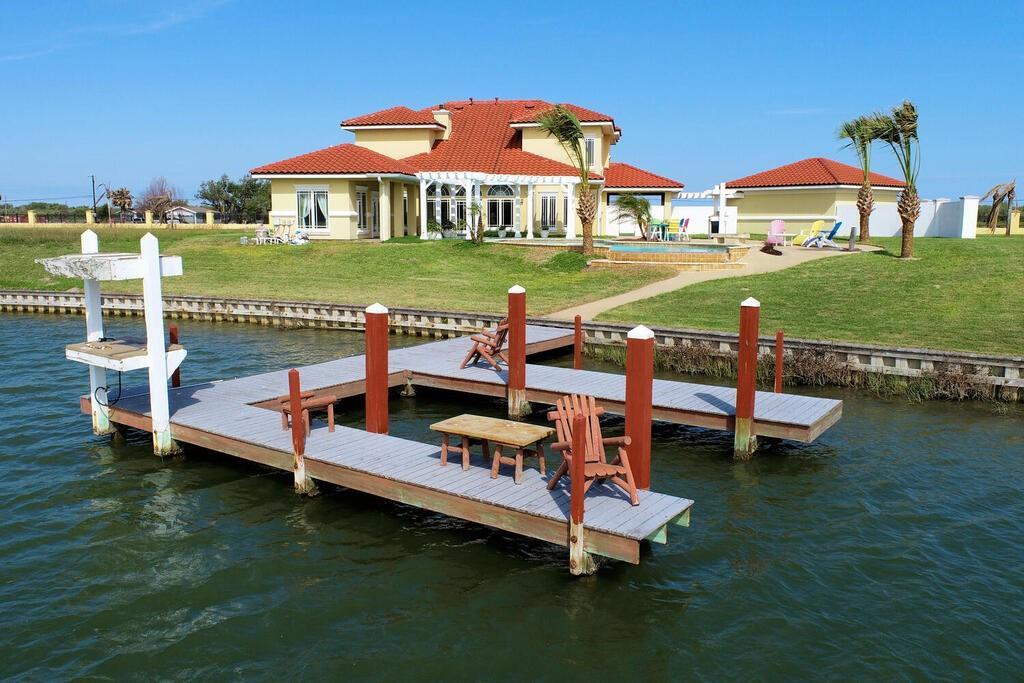 4 La Buena Vida Drive Property Photo - Aransas Pass, TX real estate listing