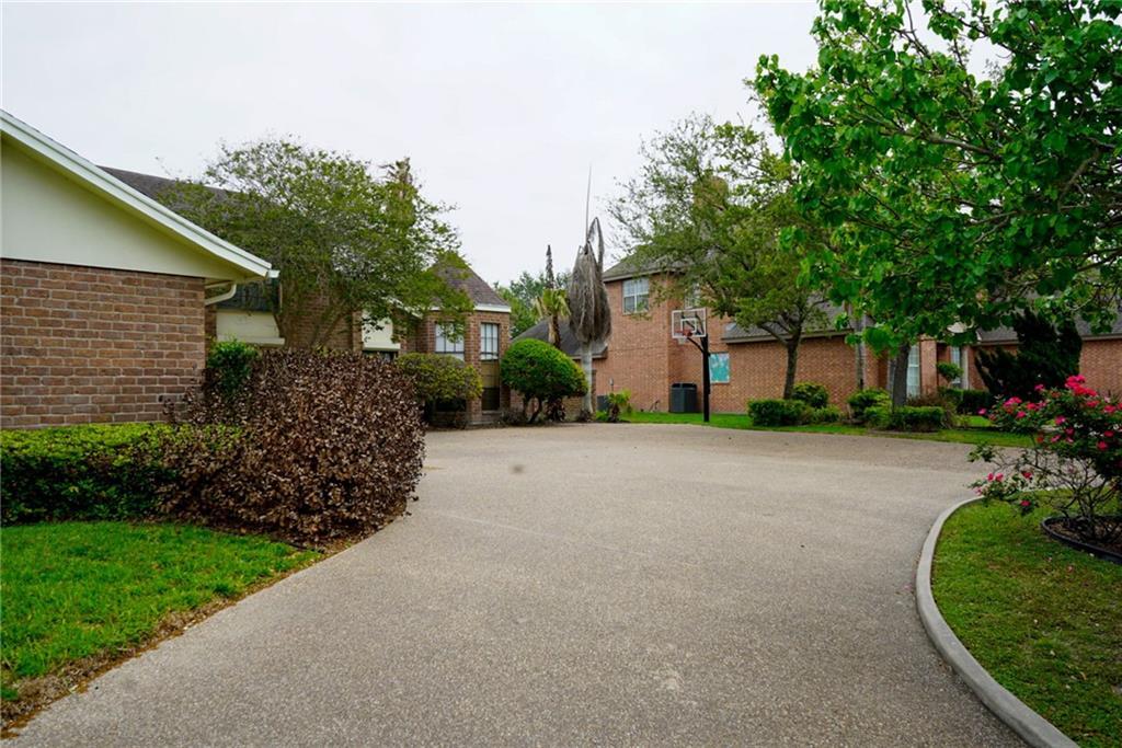 5322 Greenbriar Drive Property Photo