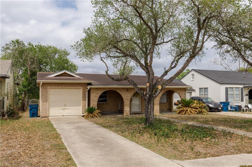 607 E Main Street Property Photo - Bishop, TX real estate listing