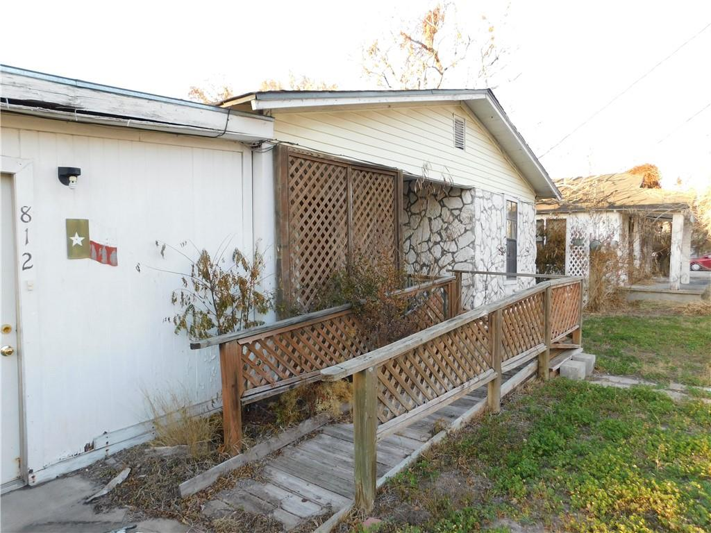 812 W Crockett Property Photo 1