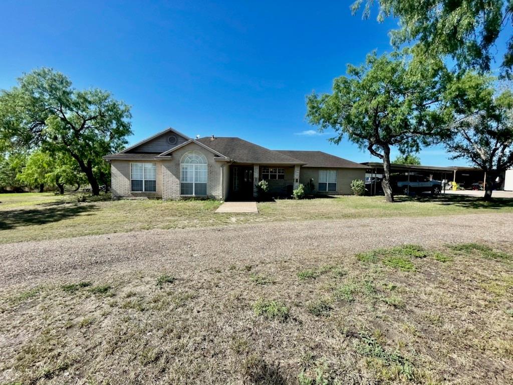 6135 Oak Hill Circle Property Photo 1