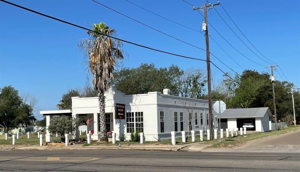 211 N Smith Avenue Property Photo 1