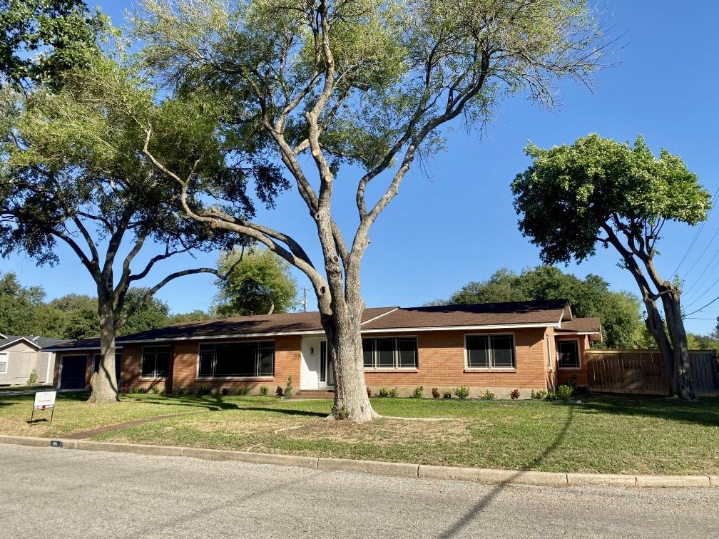 1817 Encino Avenue Property Photo