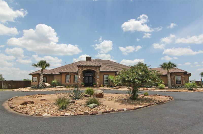 4879 Fm 624 Property Photo 1