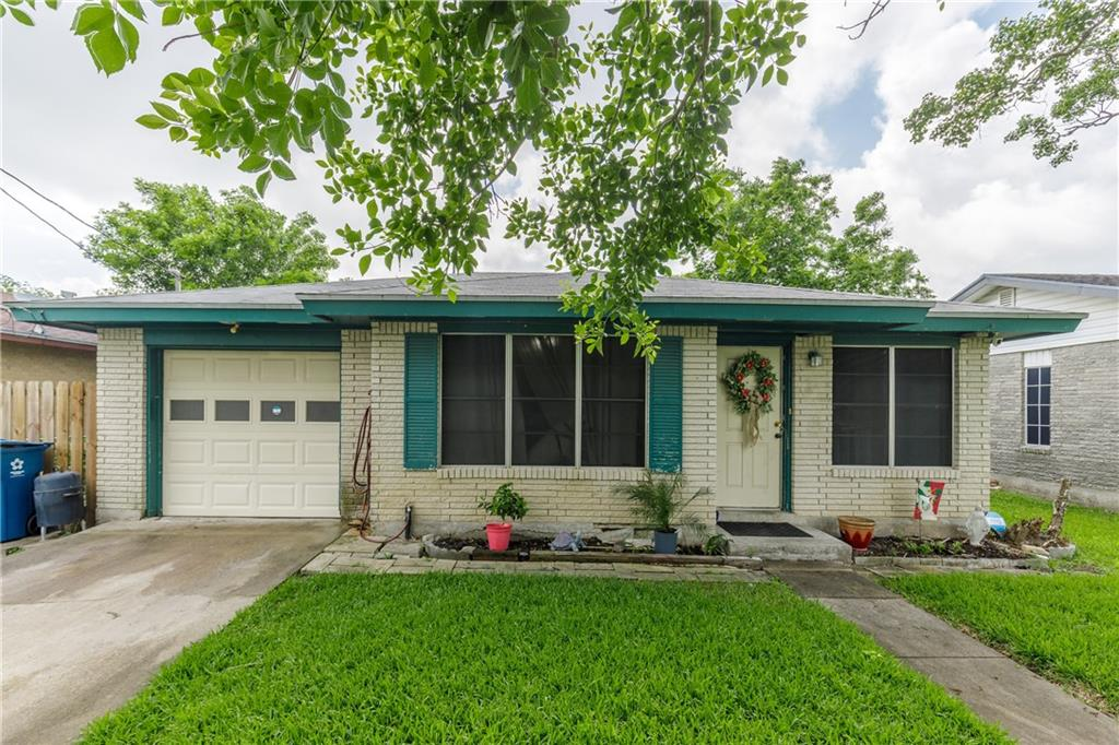 1013 Laredo Street Property Photo 1