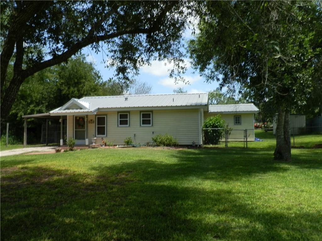 106 Lakewood Drive Property Photo 1